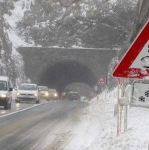 BIHAMK: Otežan saobraćaj zbog snijega, oprez zbog poledice