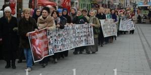 Majke Srebrenice izrazile ogorčenost odlukom Vlade RS- o formiranju međunarodne komisije koja treba utvrditi stradanja svih naroda u srebreničkoj regiji