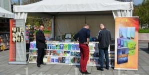 Sajam knjige na Trgu slobode u Tuzli (FOTO)