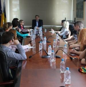 Predstavnici Inicijativa mladih za ljudska prava BiH i Srbije posjetili gradonačelnika Tuzle