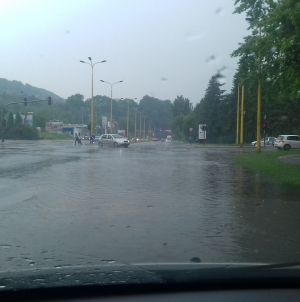 Vrijeme za naredna tri dana: Oblačno sa kišom, lokalnim pljuskovima i grmljavinom