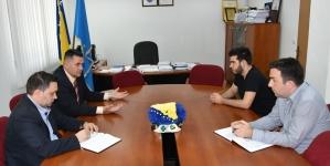 Direktor Fondacije za muzičke, scenske i likovne umjetnosti Armin Omerović posjetio TK