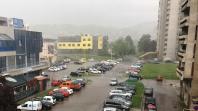 Oblačno vrijeme s kišom, krajem dana snijeg