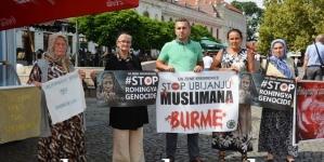 Mirni protesti Žena Srebrenice u Tuzli: Stop nasilju i ubijanju muslimana Burme