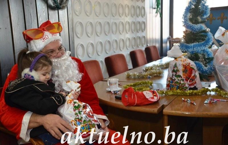 Organizacija RVI Tuzla obradovala paketićima djecu svojih članova FOTO