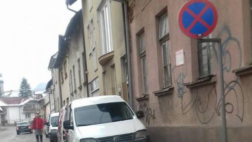 Apel: Problem nepropisnog parkiranja u ulici Hendek