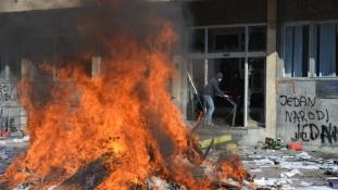 FOTO/ Na današnji dan zapaljena zgrada Vlade TK