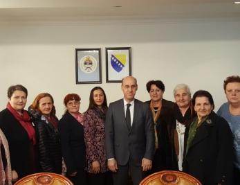 Salkić sa predstavnicama udruženja žrtava: Negatori genocida će završiti na stubu srama