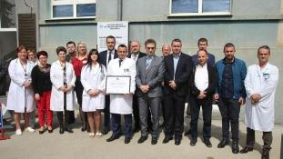 """Općoj bolnici """"Dr. Mustafa Beganović"""" u Gračanici dodijeljena akreditacija za kvalitet"""