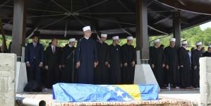 U Memorijalnom centru Veljaci kod Bratunca klanjana dženaza i obavljen ukop jedne žrtve zločina iz Agresije na Bosnu i Hercegovine 1992-1995.
