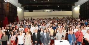 Uručeni ugovori stipendija za 889 studenata i 1034 učenika