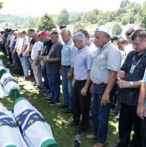 Potočari: Klanjana dženaza za 35 žrtava genocida u Srebrenici