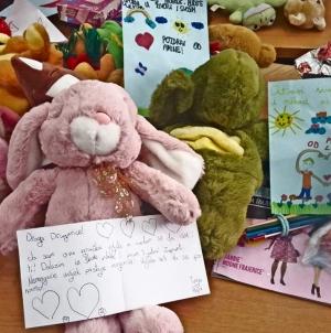 Djeca iz Osnovne škole Jala u Tuzli donilara igračke Kutku za djecu