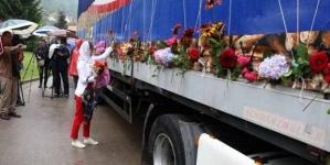 Kolona sa 35 tabuta žrtava genocida krenula prema Potočarima