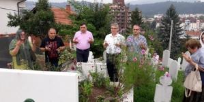 Delegacija GO SDA Tuzla obišla mezare nekadašnjih predsjednika SDA u Tuzli