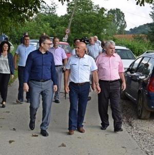 DelegacijaVlade TK obišla kritične tačke i privrednike pogođene poplavom u Kalesiji i Požarnicil