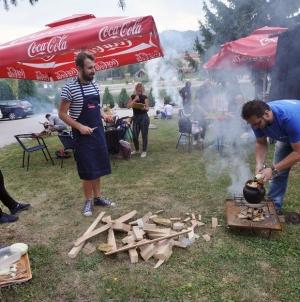 "Održana manifestacija ""Bosanski lonac na novinarski način"""