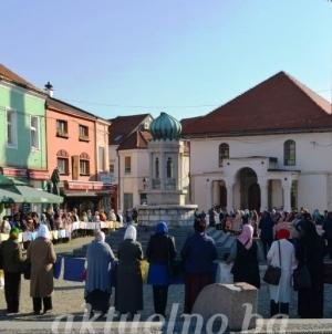 Mirni protesti u Tuzli: Svima nam treba istina o Srebrenici, a majkama podrška