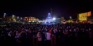 'Zimski grad' najveća zabava u Tuzli: Nastupio Al Dino, posjetioci uživali u muzici i bogatoj gastronomskoj ponudi
