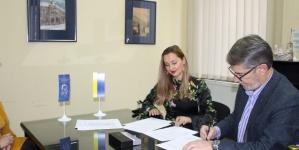 """Gradonačelnik poklonio knjige Narodnoj i univerzitetskoj biblioteci """"Derviš Sušić"""" Tuzla"""