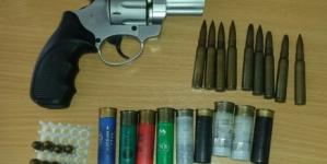 Prilikom pretresa pronađeno oružje, municija i opojna droga