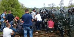 Ulaz u direkciju RMU Banovići čuvaju specijalne jedinice policije