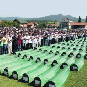 Klanjana kolektivna dženaza za 86 žrtava iz Prijedora i Kotor-Varoši