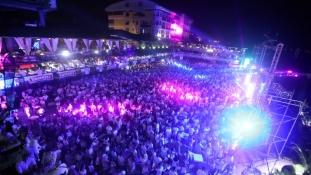 Hiljade posjetilaca plesalo do ranih jutarnjih sati na jezeru Modrac