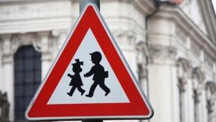 Prvi je dan škole, vozači oprezno, pazite prvačići i osnovnoškolci su na cesti!!!