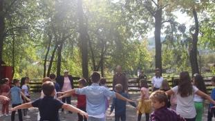 Mališani uživali u predstavi Happy Manif, na Panonskim jezerima