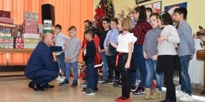 Delegacija Vlade najmlađima uručila novogodišnje paketiće