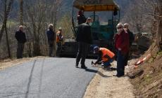 Mensur Alić vlastitim sredstvima asfaltirao put dužine 400 metara u općini Teočak