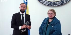 Ministrica Turković uručila diplomatski pasoš Amelu Tuki