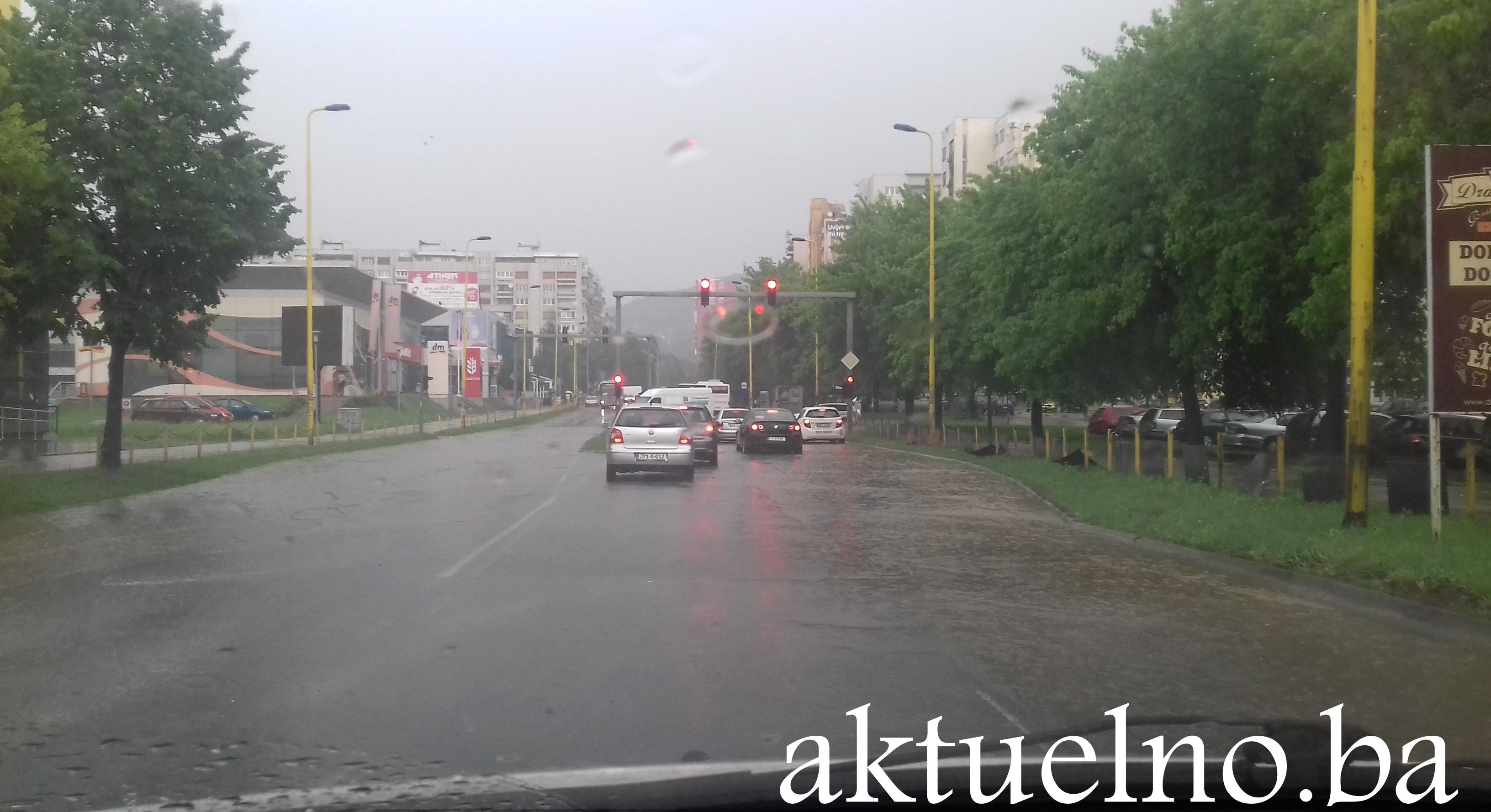 Raskrsnice u Tuzli nakon pljuska FOTO