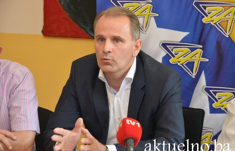 """Press Stranke za BiH TK: Između takozvane """"političke ljevice"""" i radikalne """"desnice"""", smješten je ogroman prostor za stranke političkog centra"""
