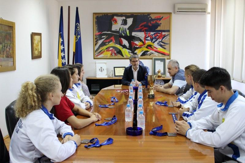 Gradonačelnik Jasmin Imamović upriličio prijem za delegaciju Karate saveza Tuzlanskog kantona i članove ženske i muške kadetsko-juniorske ekipe regije Tuzla
