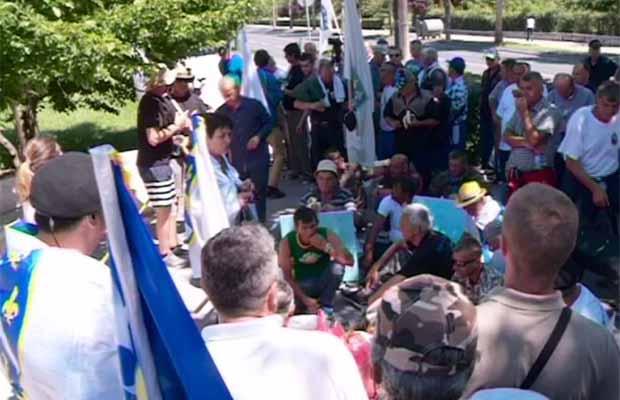 Demobilisani borci i danas ispred Vlade FBiH, ne odustaju od zahtjeva