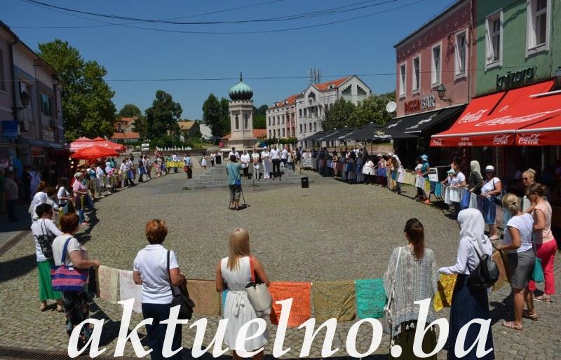 Građani Tuzle obilježili 22. godišnjicu genocida u Srebrenici