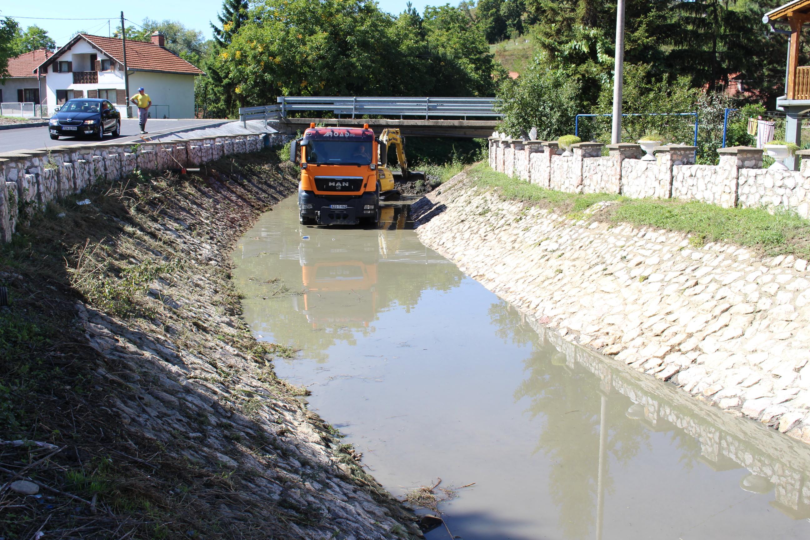 Gornja Tuzla/ Radovi na čišćenju odvoda i regulisanju vodotoka