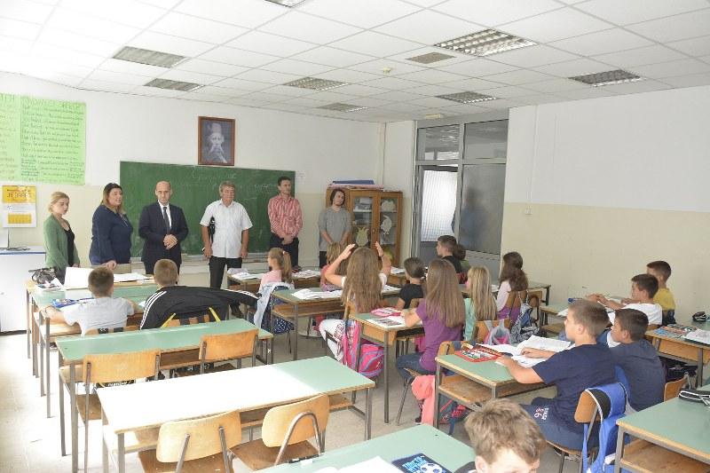 """Vlasenica: Salkić razgovarao sa roditeljima bošnjačke djece o incidentu u Osnovnoj školi """"Vuk Karadžić"""""""