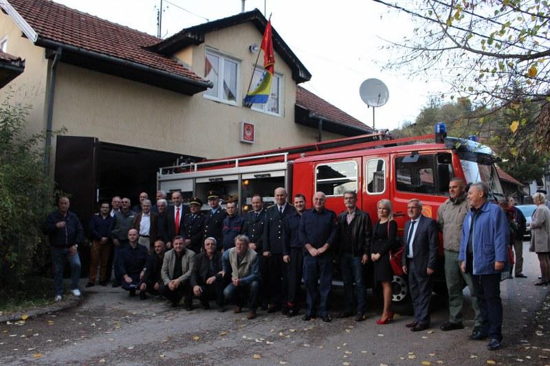 Gradonačelnik vatrogascima DVD Gornja Tuzla uručio ključeve vatrogasnog vozila
