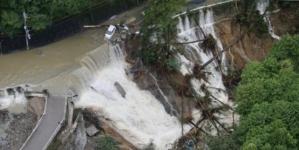 Tri osobe su poginule, a više od deset ih je povrijeđeno kada je tajfun Lan pogodio Japan