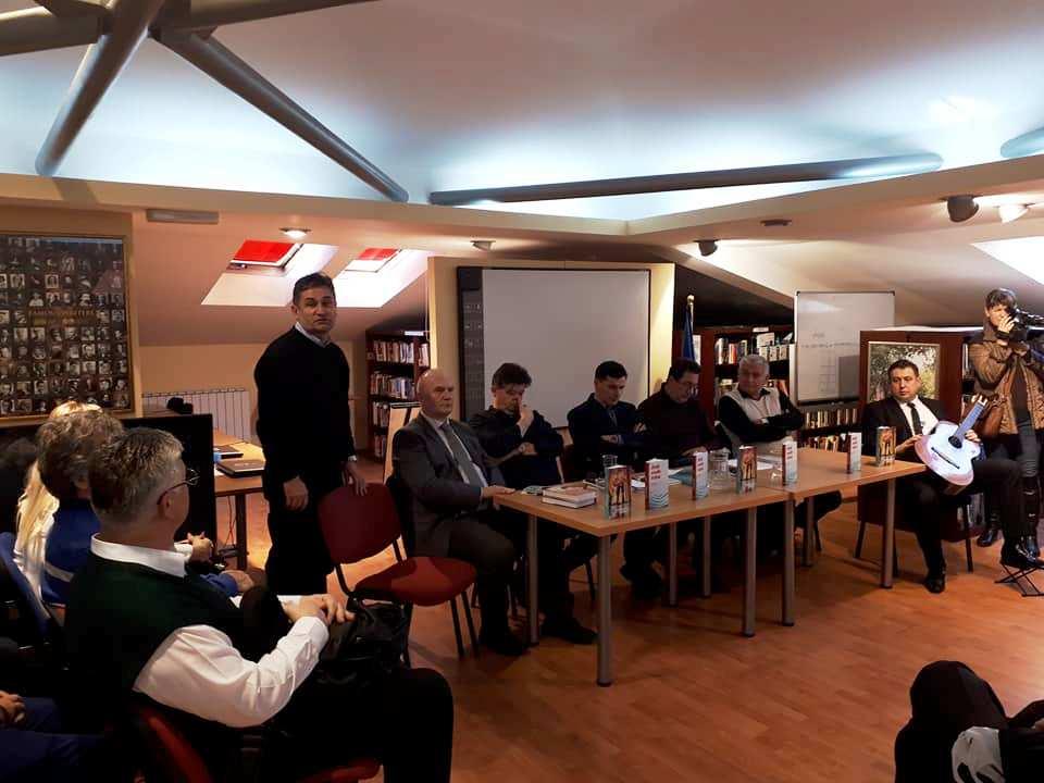 """Održana promocija knjiga """"Dok vode teku"""" Faiza Softića i """"Slučajni susret"""" Remzije Hajdarpašića"""