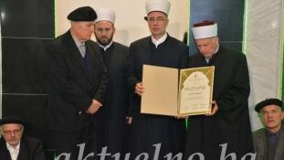 """Zijad-ef. Ljevakoviću uručeno """"Priznanje za doprinos izučavanju Kur'ana i kur'anskih nauka"""""""