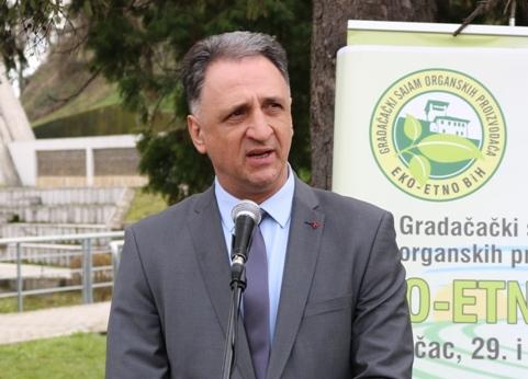 """Ministar Gluhić otvorio sajam """"Eko-etno BiH"""" u Gradačcu"""