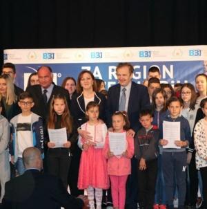 BBI banka osigurala stipendije za 100 djece bez roditelja s područja tuzlanske regije