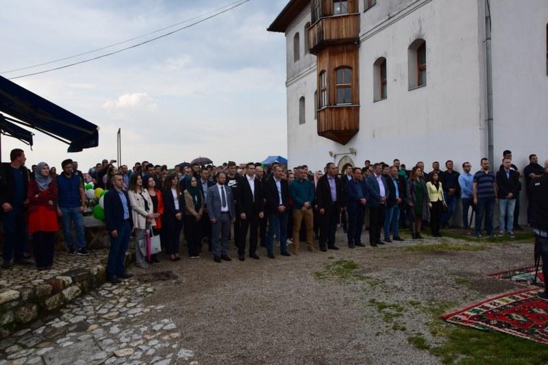 """Mladi SDA Tuzlanskog kantona  poručili iz Gradačca: """"Naše opredjeljenje je država BiH: Mi ostajemo ovdje"""""""
