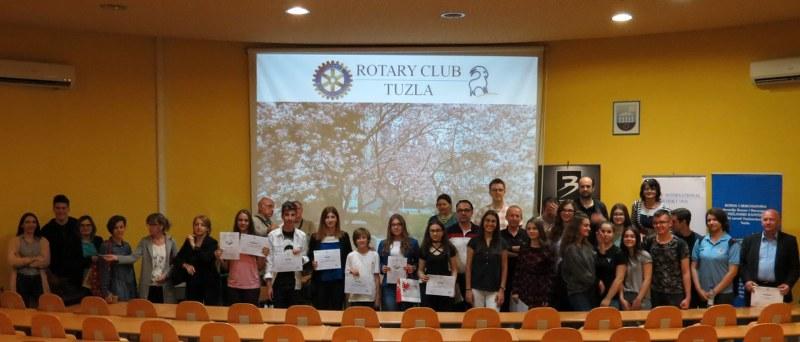 """Rotary Club Tuzla i Pedagoški zavod TK uspješno okončali projekat """"Podizanje svjesnosti mladih za pomoć starim"""""""