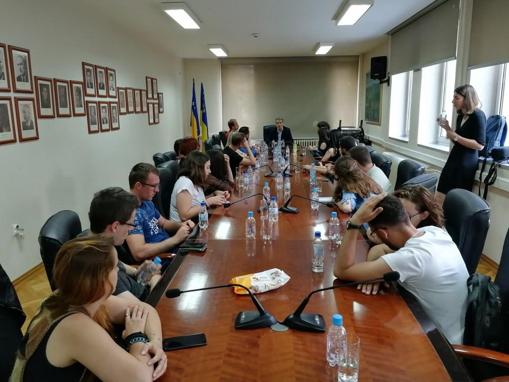 Predstavnici Inicijative za ljudska prava mladih posjetili gradonačelnika Tuzle