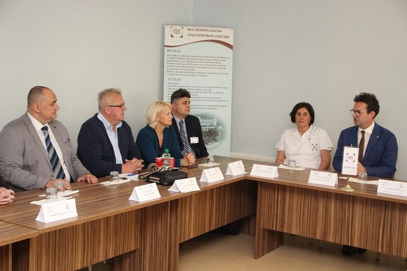 Proces akreditacije UKC Tuzla: Prvih pet klinika uspješno prošlo vanjsku ocjenu